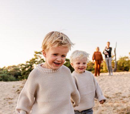 Gezinsfotoshoot familie lifestyle fotografie